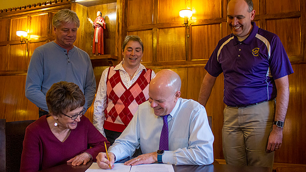President Cech signing the 3-2 Engineering Mathematics partnership agreement with the University of Notre Dame.