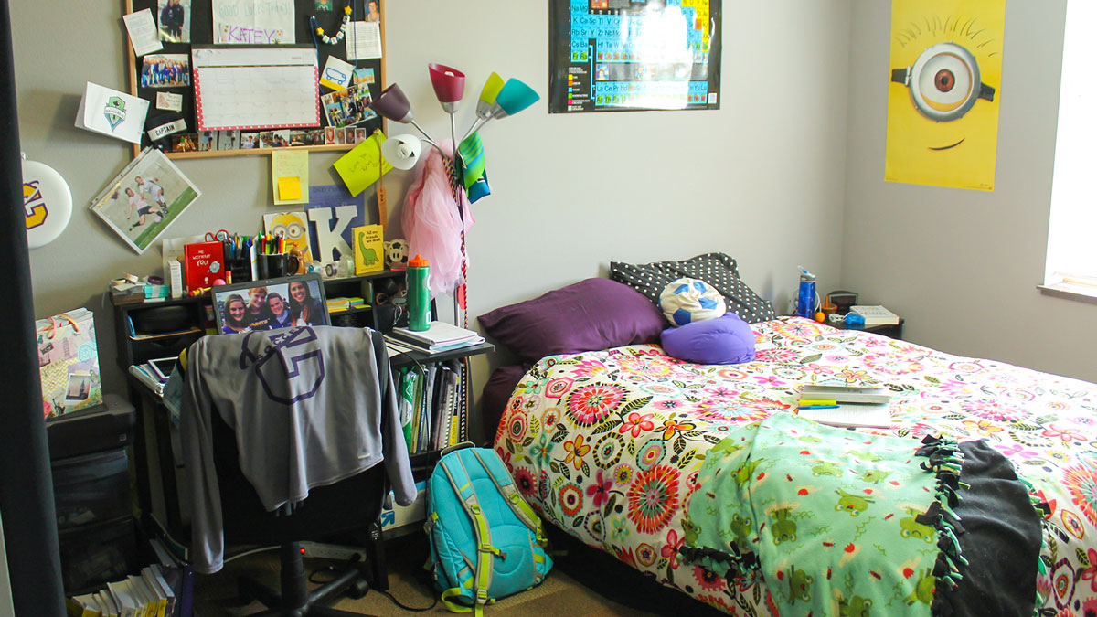 Care Package & Linen Programs - image of a dorm room with colorful linens