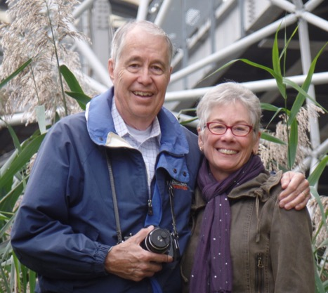 Portrait of Richard '66 and Sue Buswell outdoors